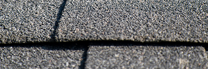 Günstige Gartenhäuser bedachen: Welche Dachbeschichtung ist die passende?