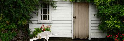 Die Begrünung Ihres Gartenhauses einfach selbst gemacht